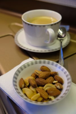 Business Class On SQ826, Flying Singapore Airlines To Shanghai - Warm Nuts And Drink