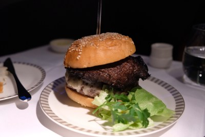 Business Class On SQ826, Flying Singapore Airlines To Shanghai - Angus Beef Burger