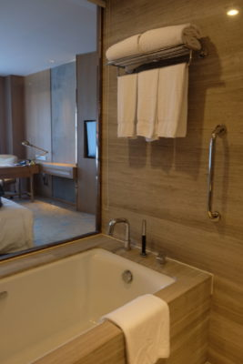 Crowne Plaza Shanghai Noah Square In Putuo - Bathtub area