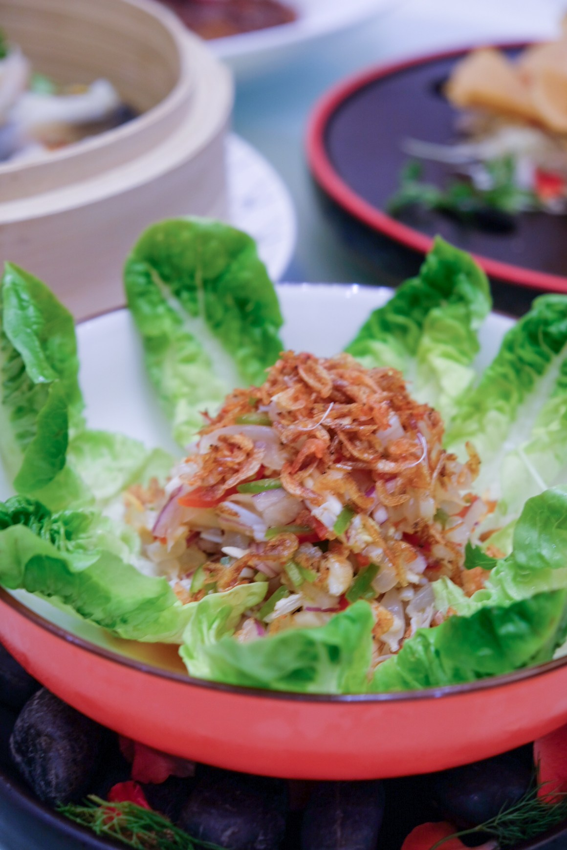 Garden salad with crab meat, pomelo & sakura ebi ($14.80)