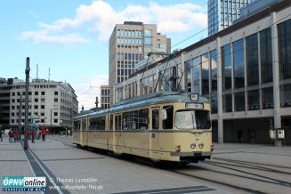 Fotohalt am Willy-Brandt-Platz bei der Begrüßungsfahrt des neuen Museumswagens 110 (ex 908) am 15. September 2017.