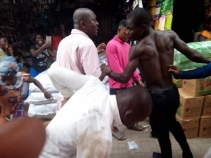 Oops;  2 Ghanaian Evangelists Turned Market Into A Boxing Arena, Fight Over Offering (Pics)