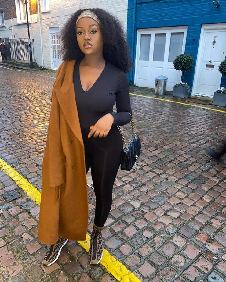 Davido's wife, Chioma isn't letting motherhood get in the way of her looking her best