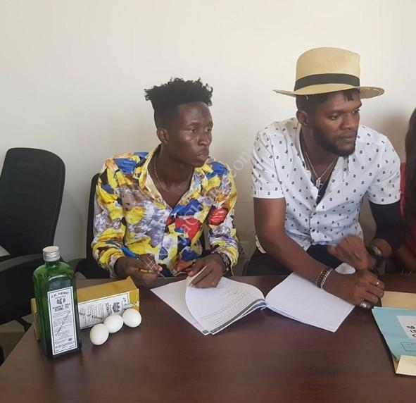 😂Ghanaian Music Executive Signs New Artiste With Schnapps And Eggs (Photos)