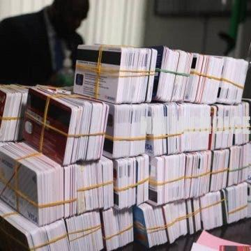 Customs Caught A Dubai -Bound Passenger With 2 , 886 ATM Cards At Lagos Airport