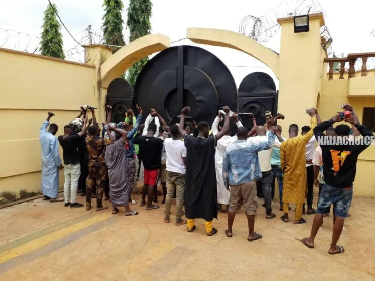 EFCC Arrests 2 Yahoo Lecturers, 28 Others For Internet Fraud In Kwara (Photos)