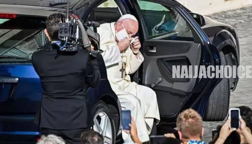 Pope Francis Wears A Face Mask For The First Time In Public (Photo)