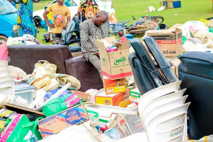 Security Operatives Parade Looters With Their Loots In Osun (Photos)
