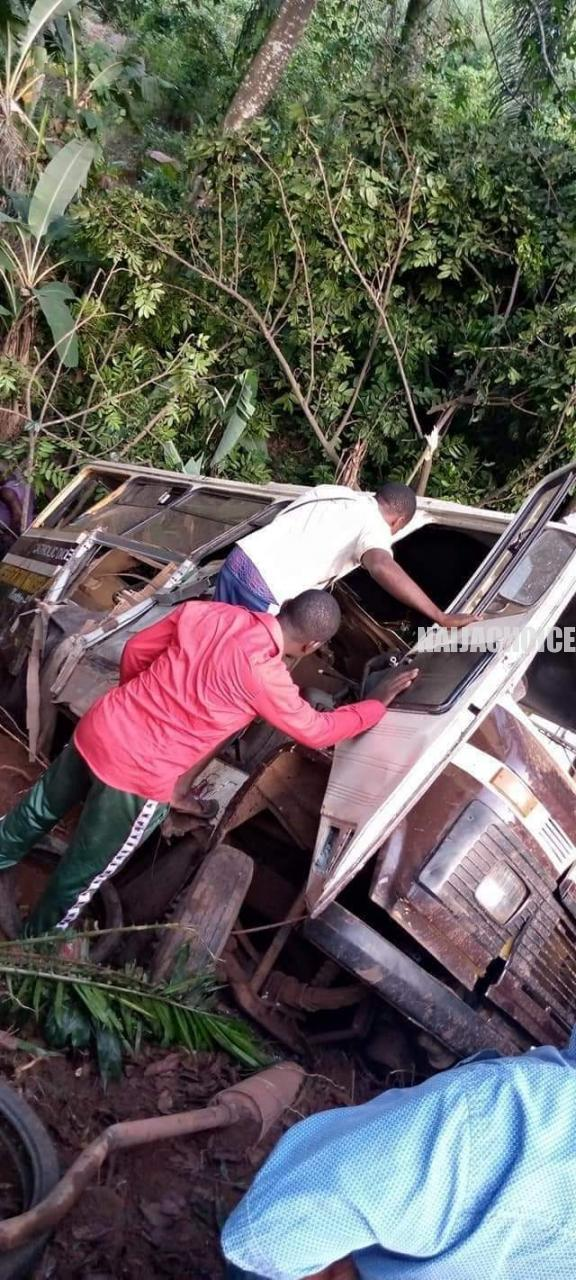 Truck Crashes Into A School Bus In Enugu, Many Pupils Dead (Graphic Photos)