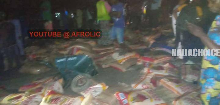Rice Trailer Crashes Into A Market In Ondo , Over 10 People Feared Dead (Graphic Pix )
