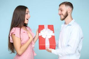 Is It Right To Take Back Gifts After A Failed Relationship Like These Guys? (Photos)