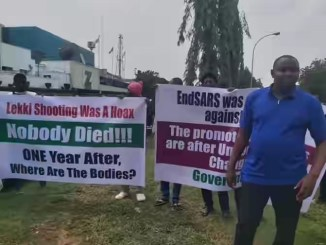 'Nobody Died At Lekki Tollgate' - Pro-Buhari Protesters Storm Unity Fountain, Abuja
