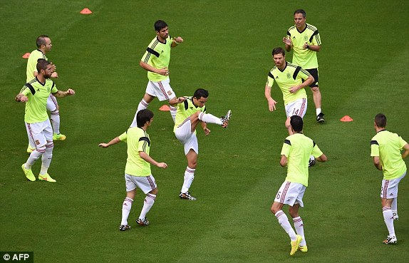 1402684846271_lc_galleryImage_Spain_s_players_warm_up_b