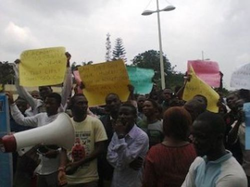 lasu-protesting-students-300x225
