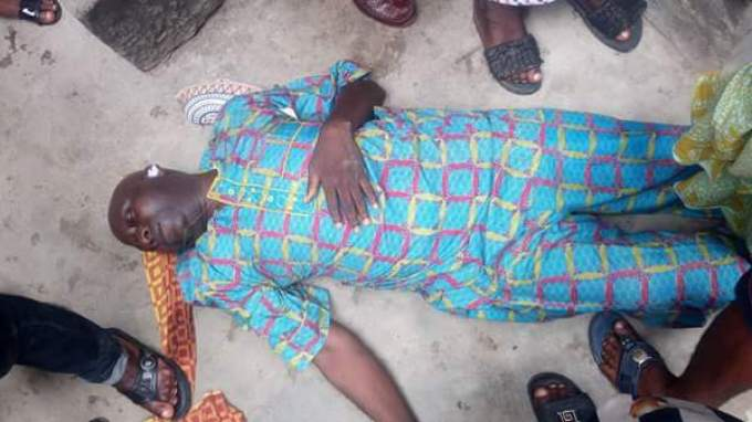 2 142 - This Man Collapsed And Died In Lagos Island In Broad Day Light (Graphic Photos)