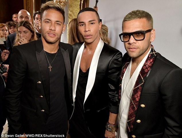 gety - PSG Stars, Neymar And Dani Alves Attend Fashion Show After Thrashing Bayern Munich (Photos)
