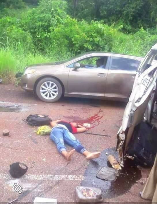 unizik acc - Lady Dies In Fatal Accident While Traveling For UNIZIK Post-UTME (Graphic Photos)