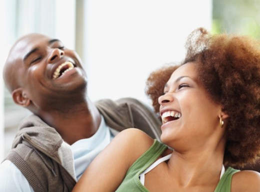 dating couple laughing 475 - Where Are The Guys? Check Out The Ways To Woo A Girl Without Using Money
