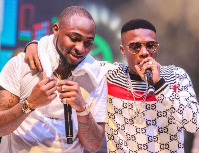 BEEF: Video Davido Gives Shoki Shitta 1M After Wizkid Orders His Thugs To Beat Him For Supporting Him