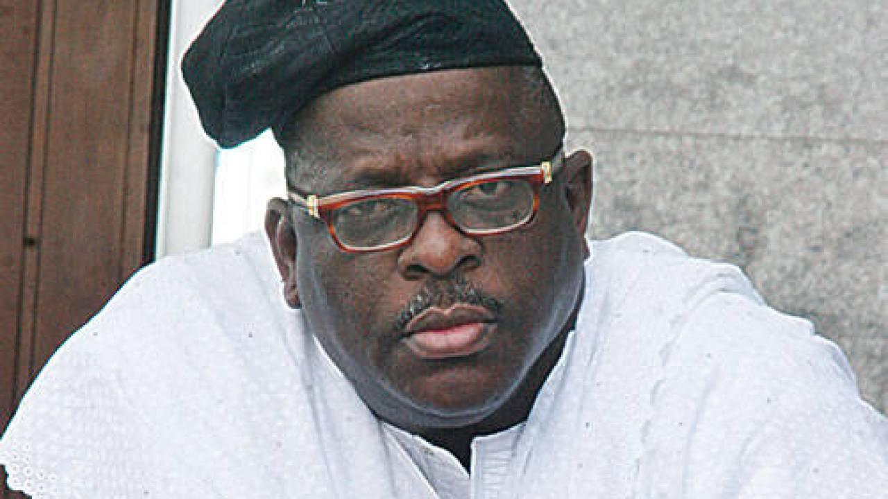 Video Of Nigerian Senator Dropping Bundles Of Cash On Singer Goes ...