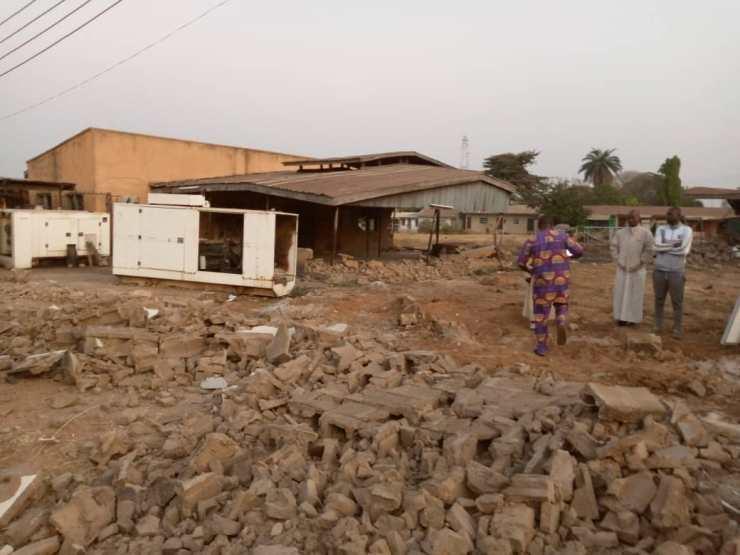 kwara govt demolishes saraki s popular family house ile arugbo - Protest At Ile-Arugbo As Kwara State Government Demolishes Saraki's Family Home (Pictures)