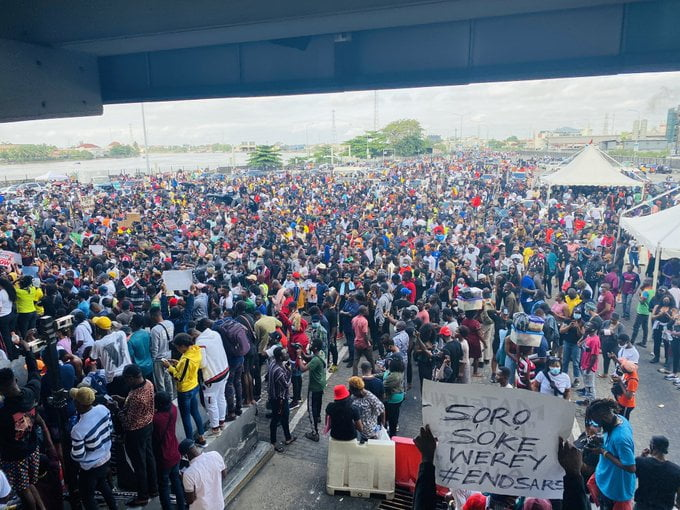 Breaking! #ENDSARS Protesters Block Third Mainland Bridge