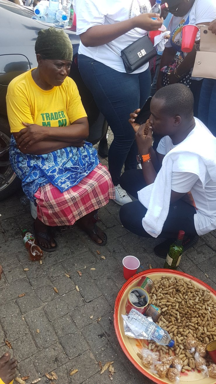 Groundnut Seller 1 - Nigerian Youths Contributes Over N500,000 To Groundnut Seller In Lagos – [Photos]