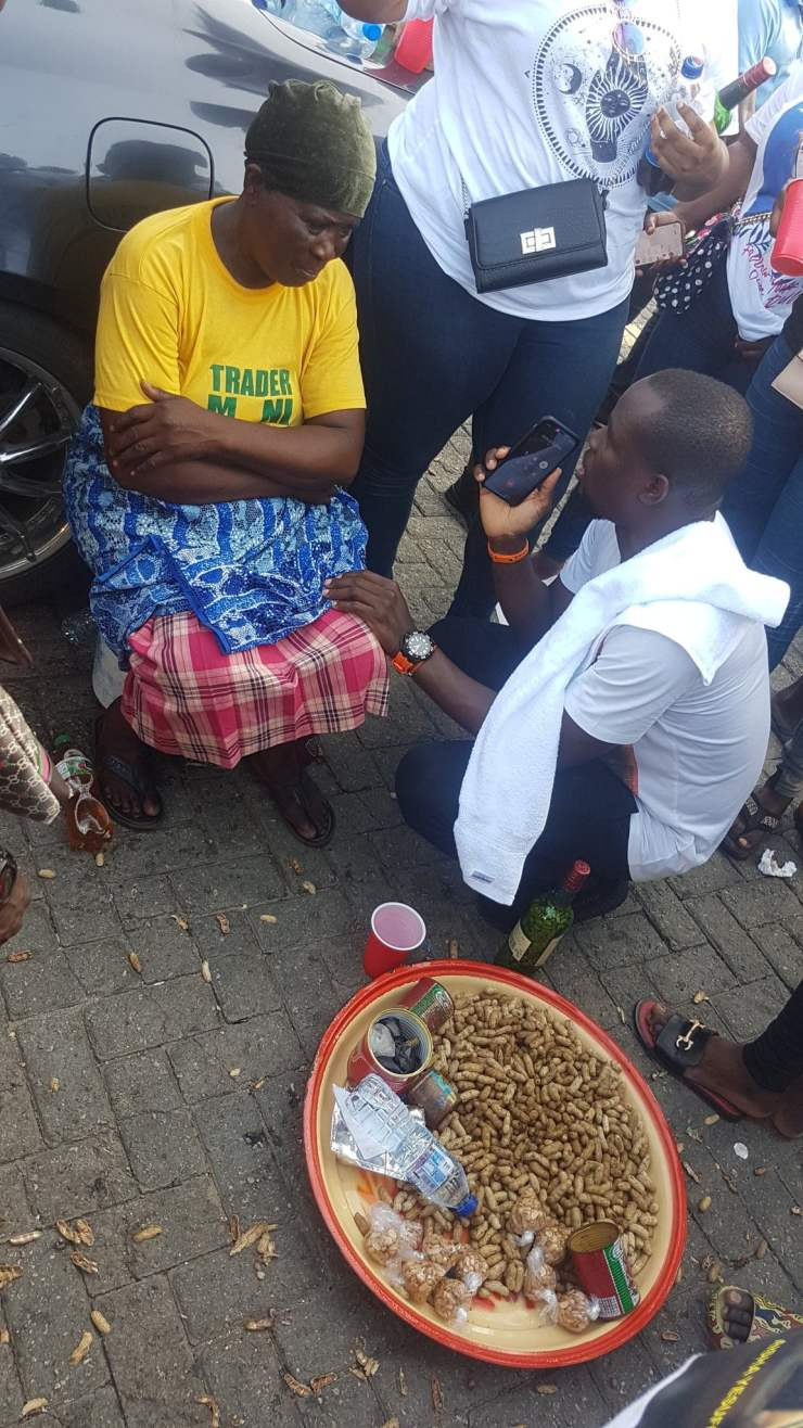 Groundnut Seller 4 - Nigerian Youths Contributes Over N500,000 To Groundnut Seller In Lagos – [Photos]