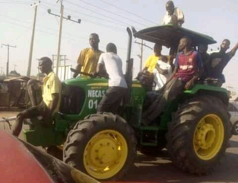 Video: Moment Adamawa Looters Roll Away Tractor From Warehouse