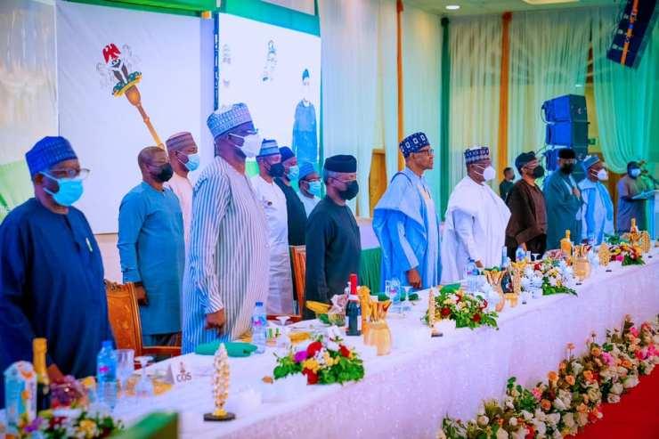 Again, Buhari Disobeys FG COVID-19 Regulations [Photos]