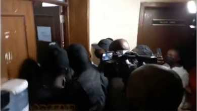 Watch video as DSS prevent journalists from covering trial of Igboho's aides - Naija News 247