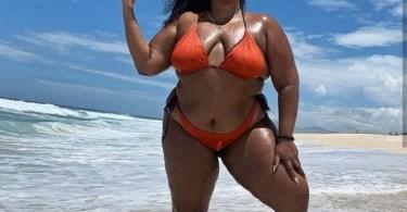 "Singer Lizzo makes fun of her ""rolls"" as she poses in a bikini"