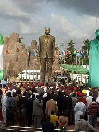 Okorocha and Jacob Zuma's statue by Reuben Abati