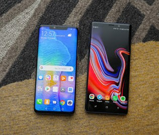 """A list below is the best smartphones made in 2018, these phones have some things in common and are better than each other in some ways but we all know we can't have the """"PERFECT MOBILE PHONE"""". These smartphones are not arranged according to ranks, it just lists to showcase the Top Best Smartphones Of 2018."""