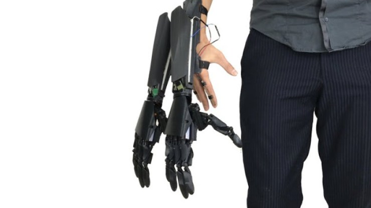 How Would You Feel Having Four Hands - This Company Is Working On Giving Humans Four Hands 4