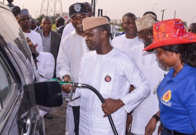 "Osinbajo Fuel Scarcity2 600x413 300x207 - 9JA NEWS: FuelScarcity: ""We are trying to move as quickly as we can"" – Osinbajo As He Visits Filling Stations"