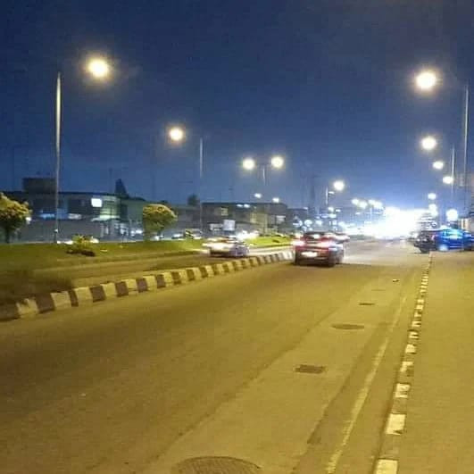 61202442cf45d - Update: Lagos state government fix street lights on Funsho Williams avenue, Surulere after armed robbers attacked motorists (photos)