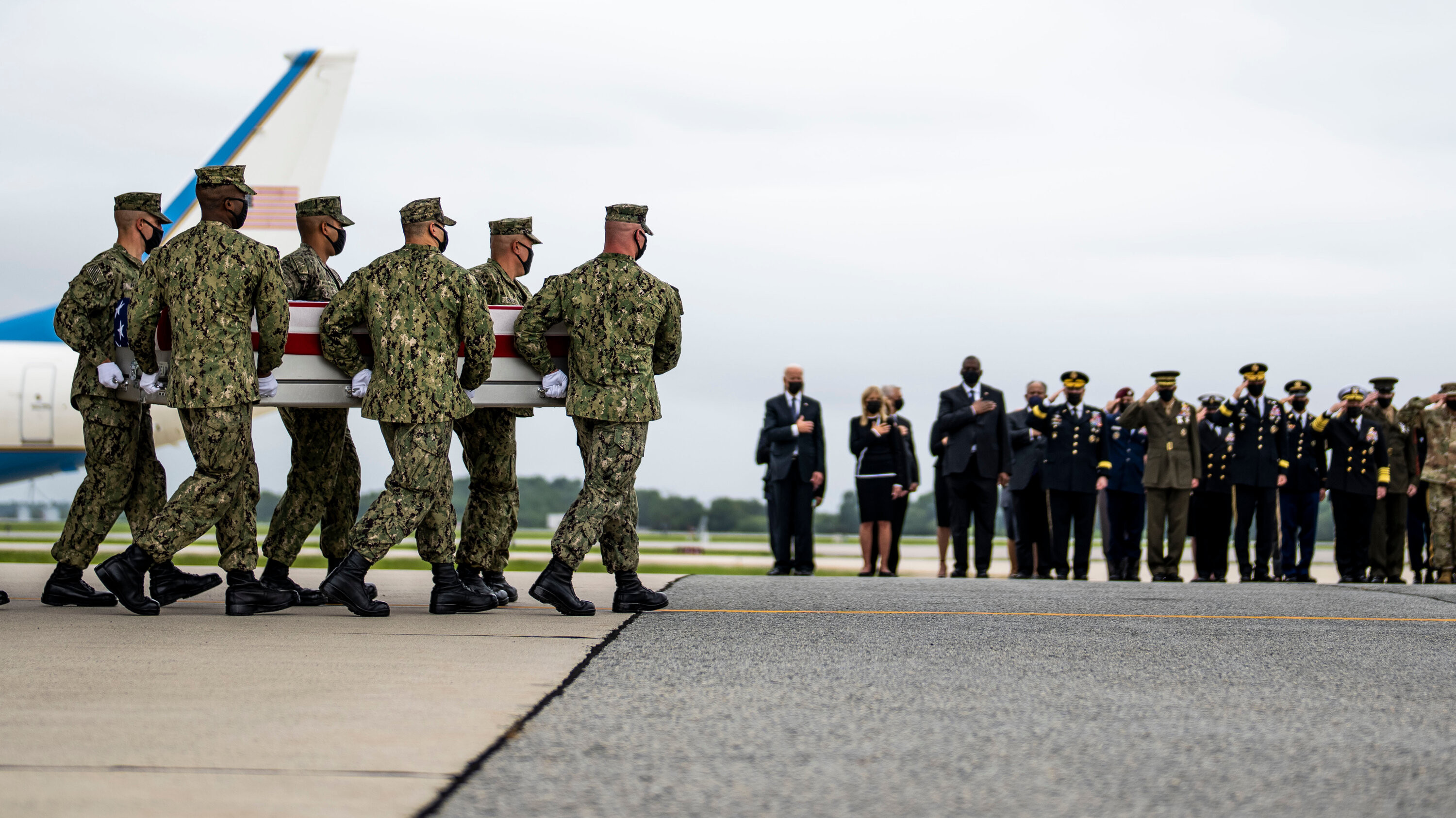 Joe Biden, US military, and family members pay last respect as bodies of 13 troops killed in Afghanistan airport attack return to the U.S. (photos)