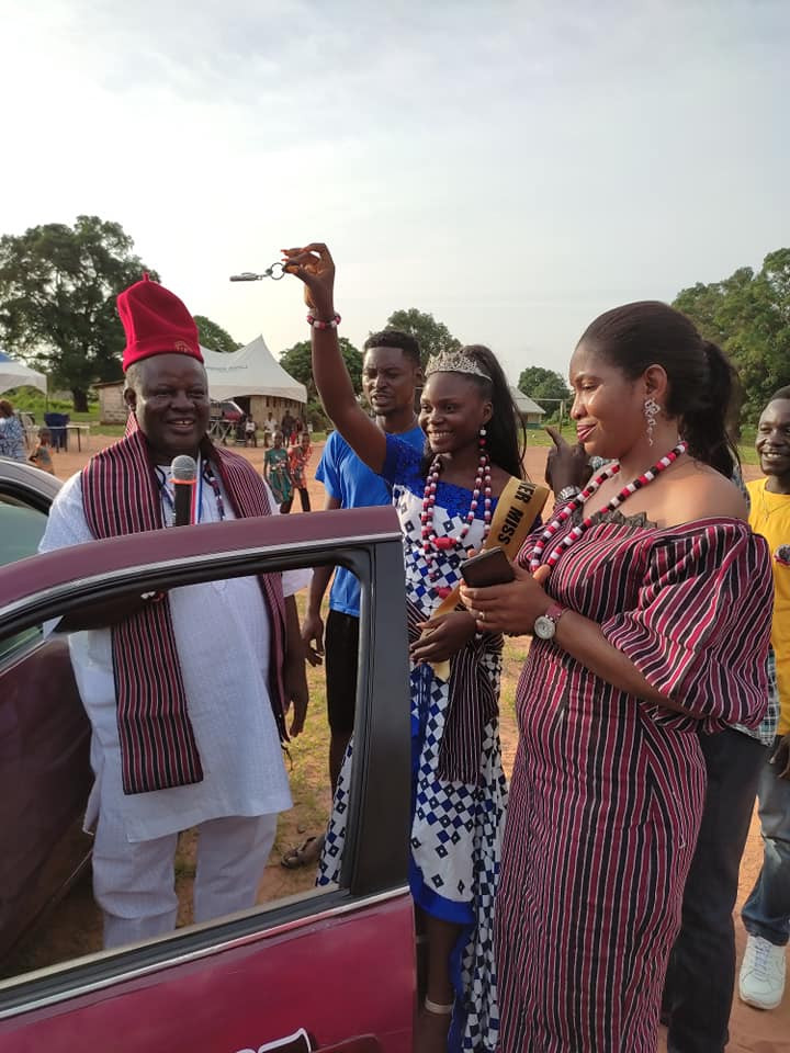 Reactions as winner of Cross River Local Govt beauty pageant receives star prize of