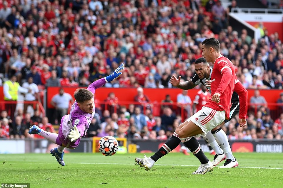 Cristiano Ronaldo scores twice on his return to Manchester United in 4-1 win over Newcastle (photos/video)