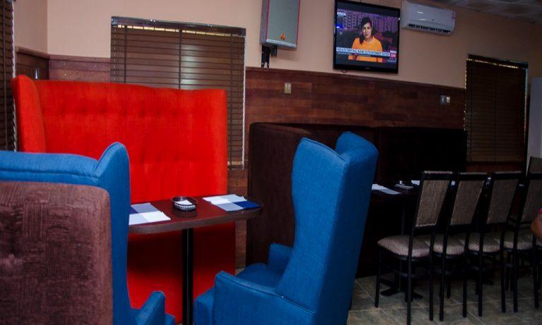 Smokey-Bones-Restaurant-