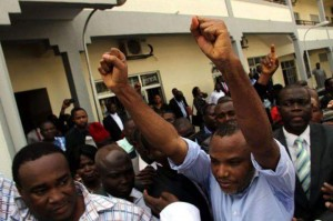 Kanu greets supporters outside the court
