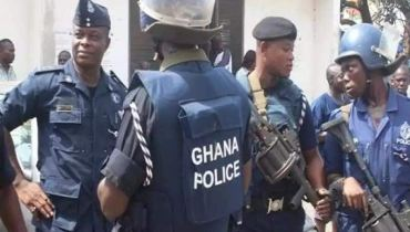 Policeman brutally beaten by young men