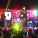 Wendy Shay sprays cash on her fans while performing