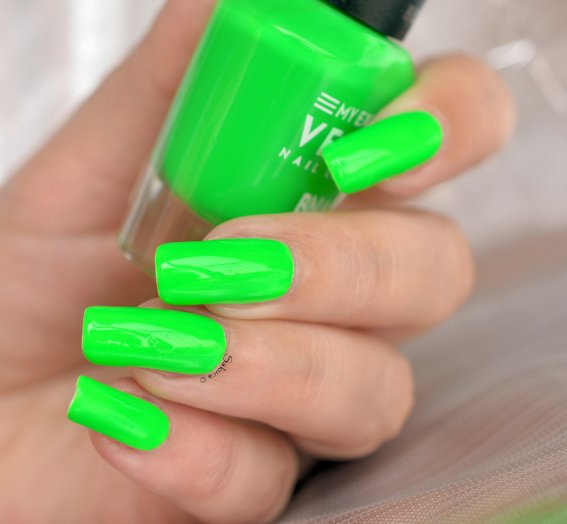 BEAUTY NAILS GREEN FLUO