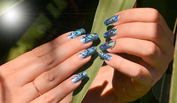 NAIL ART TRIBAL HOLOGRAPHIQUE 9