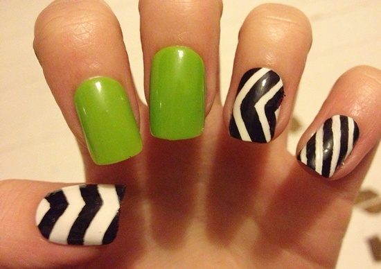Attractive striped nail art in black and white
