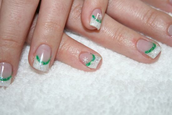 French tip Christmas gel nails