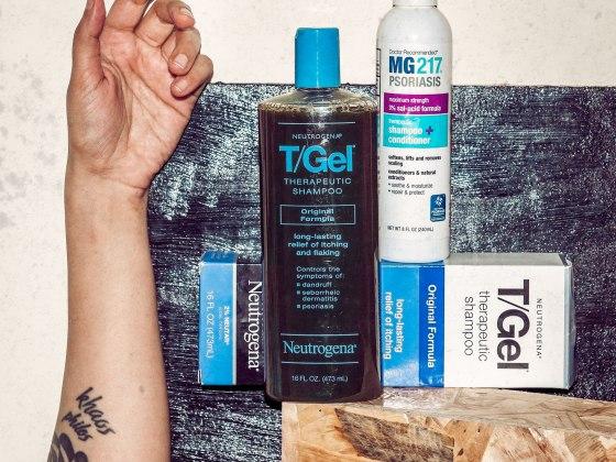 neutrogena, eyesforbeauty, salicylic acid, T-Gel, shampoo, hair care, MG217, psoriasis, tar shampoo, flaky scalp, itchy scalp, naina redhu, health, wellness, naina.co, beauty blogger, lifestyle blogger, lifestyle photographer, beauty photographer, wellness blogger, shampoo bottles, beauty products