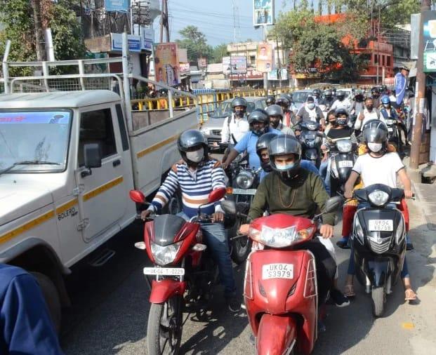 हल्द्वानी : शहर में दूसरे दिन भी जगह-जगह लगा जाम, शाम के समय आईटीआई रोड पर लगे जाम को हटाने के लिए बुलानी पड़ी पुलिस